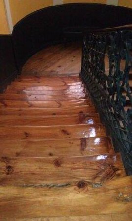 Hostal Santo Domingo: Charming stairs, lovingly cared for, worn over time