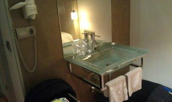 Hostal Santo Domingo: Lovely sink with chic fixtures. In bedroom just outside bathroom door.