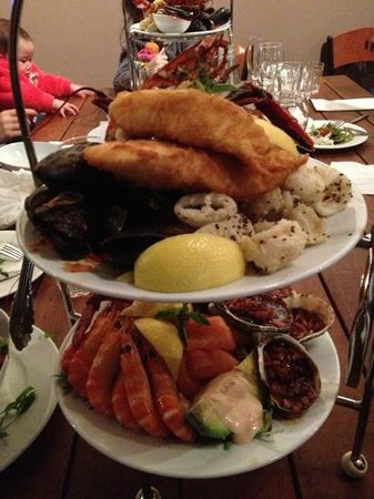 Waves Restaurant: Awsome seafood platter for two