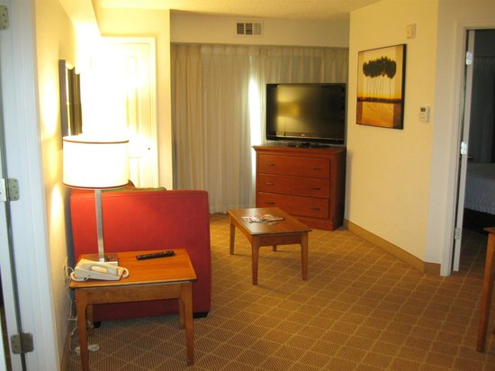 Residence Inn Orlando Lake Buena Vista: Living area of 2-bedroom suite