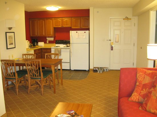 Residence Inn Orlando Lake Buena Vista: Kitchen of 2-bedroom suite