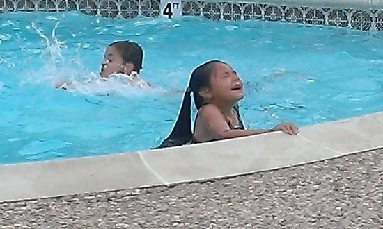 Motel 6 Livingston TX : Very clean pool area...kid friendly!!!