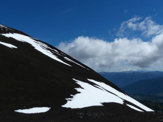 Andes White Day Tours: Views on the way up - killer whale mountains