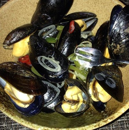 Colicchio & Sons Tap Room : Bouchot Mussels with White Wine, Garlic & Fresno Chili Peppers