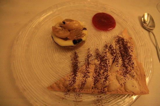 Ristorante Il Circo: Apple puff pastry with hot cream