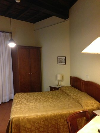 Hotel Teatro di Pompeo: Room