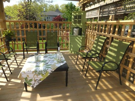 Cape House B&B: Outdoor sitting area for guests