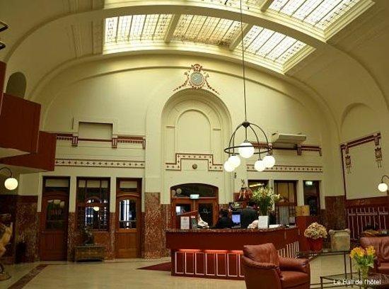 Rho Hotel: HALL DE RECEPTION