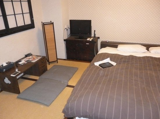 K's House Tokyo Oasis: Double room with King bed..