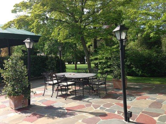 The Hedges Inn: Outdoors