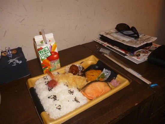 K's House Tokyo Oasis: Our 'life' supermarket breaky :)
