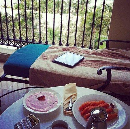 Pueblo Bonito Emerald Bay : Breakfast via room service