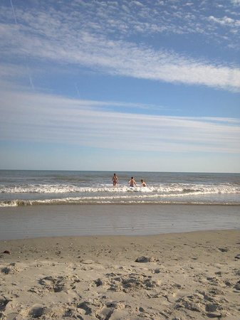 Peppertree Atlantic Beach, a Festiva Destination: Beach is close and pretty....loose sand is deep to wade through though.