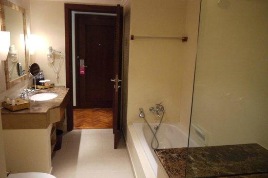 Padma Resort Legian: Bad