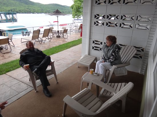 The Georgian Lakeside Resort: Friends on their patio.