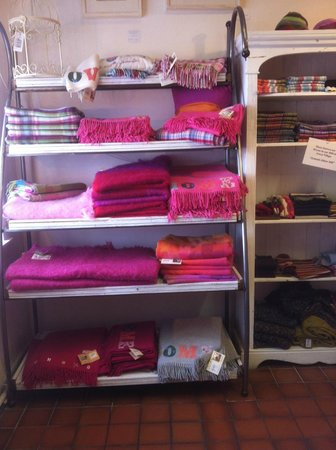 Avoca: beautiful throws and scarves