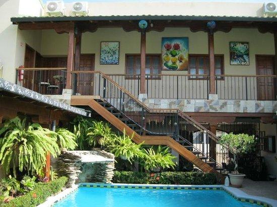 Hotel La Mar Dulce: La Mar Dulce pool area