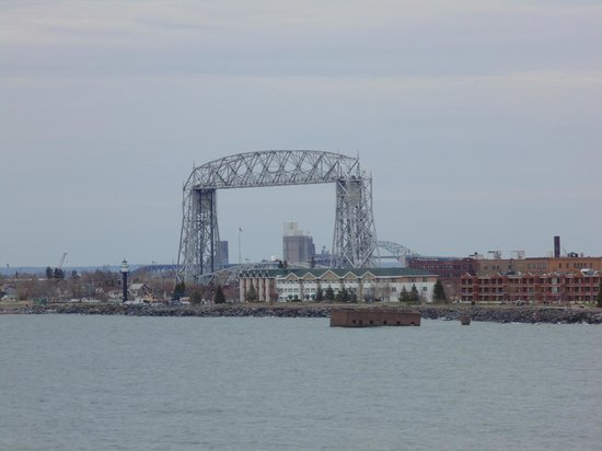 Duluth Spirit Mountain Inn - Americas Best Value: Looking down at the Lift bridge
