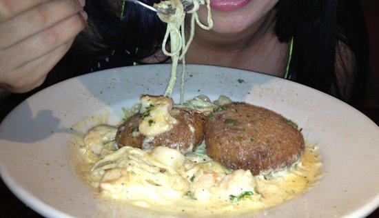 Copeland's of New Orleans: Crab Cakes & Shrimp Alfredo