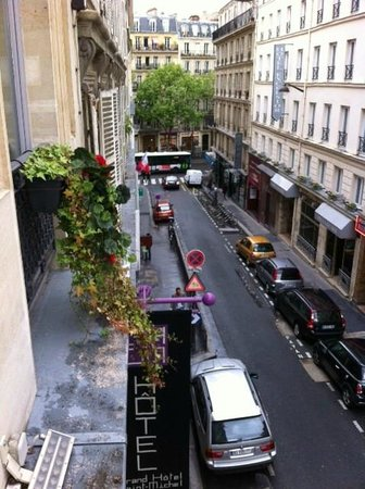 Grand Hotel Saint-Michel: Rue Cujas from our window