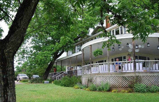 Haven River Inn: Wrap-around porch