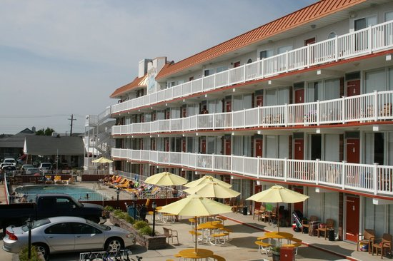 Cape Cod Inn Resort Motel: view from common balcony