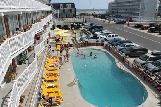Cape Cod Inn Resort Motel: ocenview southern exposure pool area