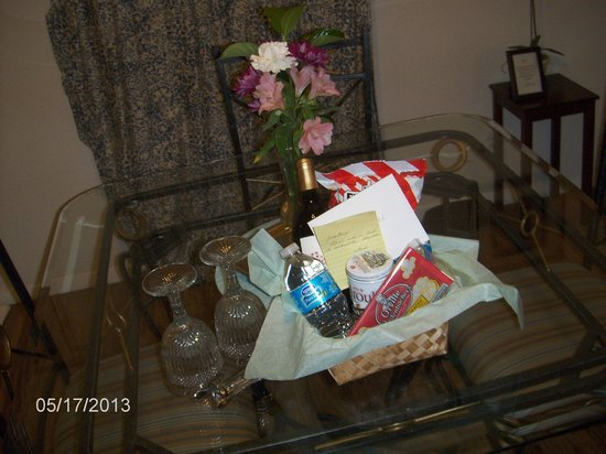 Cypress Creek Cottages: Gift Basket Upon Arrival
