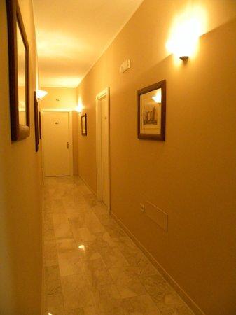 Hotel Regina Margherita: Corridoio
