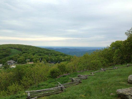 Wintergreen Resort: Overlook view of resort