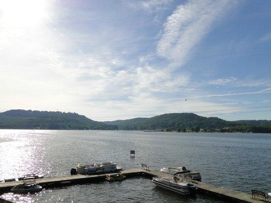 ويندهام جاردن ليك جنترسفيل: Morning view from our room on Lakeside