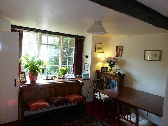 Border Cottage: Dining room