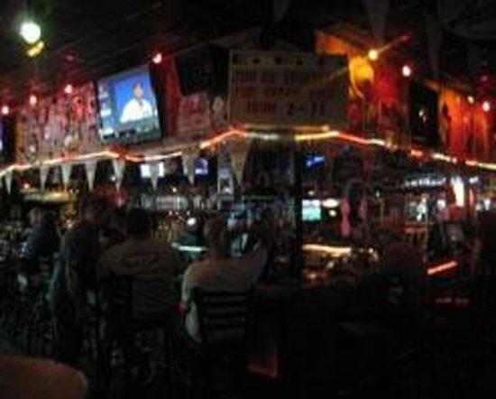 Iguana Mack's: Full Sports Bar