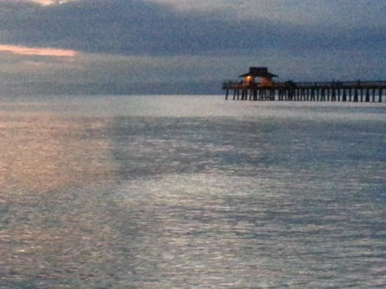 Mariner Apartments & Motel : Sunset at Naples Pier