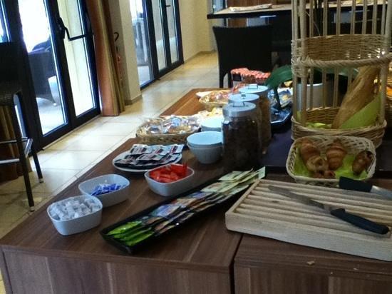 Suite-Home Aix en Provence Sud : Breakfast,