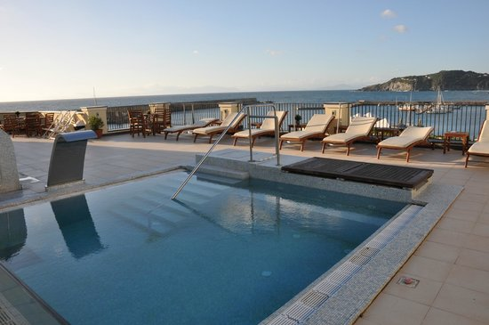 Hotel Villa Carolina: Piscina in terrazzo