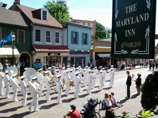 Historic Inns of Annapolis : Memorial Day Parade from the front porch of the Maryland Inn