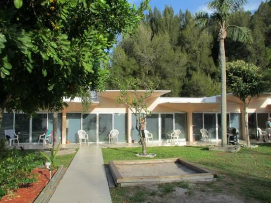 Warm Mineral Springs Motel: Mid Century archetecture