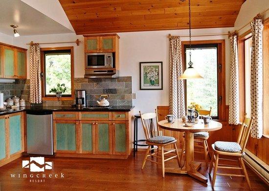 Wing Creek Resort : Cedarcrest Kitchen