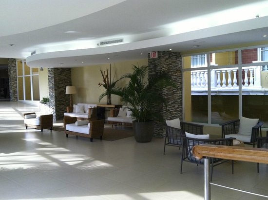 Country Inn & Suites By Carlson, Panama Canal, Panama: Lobby and hall