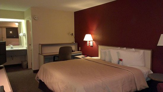 Red Roof Inn Benton Harbor St. Joseph: Room Photo by Jets Like Taxis