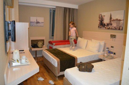Troya Hotel: triple room