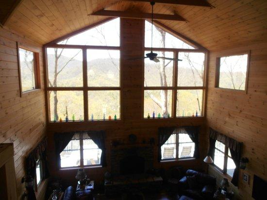 Bear Rock Ridge Bed & Breakfast: Lots of windows and natural light