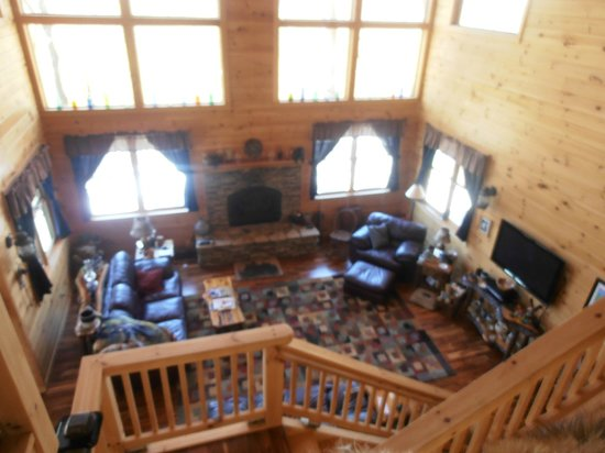Bear Rock Ridge Bed & Breakfast: View from upstairs looking over family room