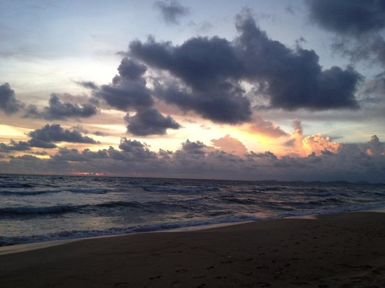 Arcadia Phu Quoc Resort: Sunset view. Mother natures doing.