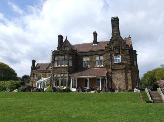 Wrea Head Hall: conservatory or alfresco, your choice