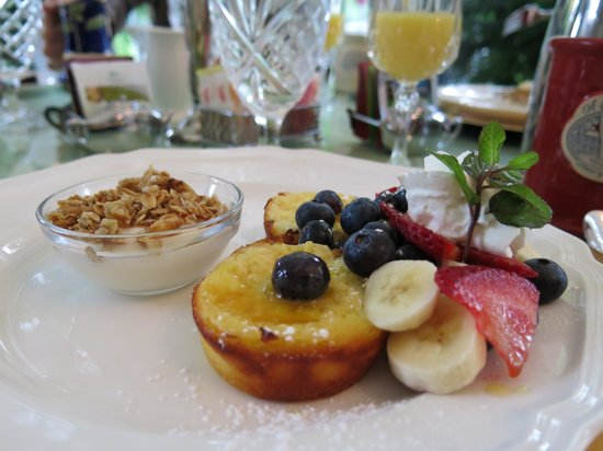 A Storybook Inn: Breakfast was always delicious!