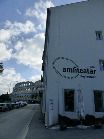 Amfiteatar Hotel: Esterno hotel, attaccato all'Arena di Pola