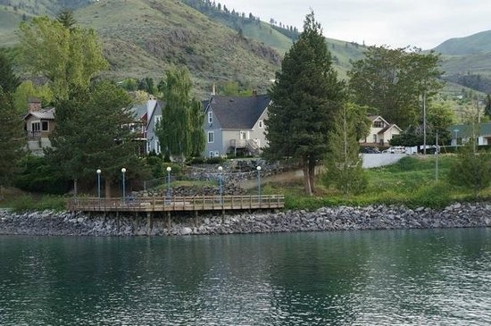 Chelan House Bed and Breakfast: Chelan house from across the lake