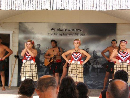 Whakarewarewa - The Living Maori Village: Maori show
